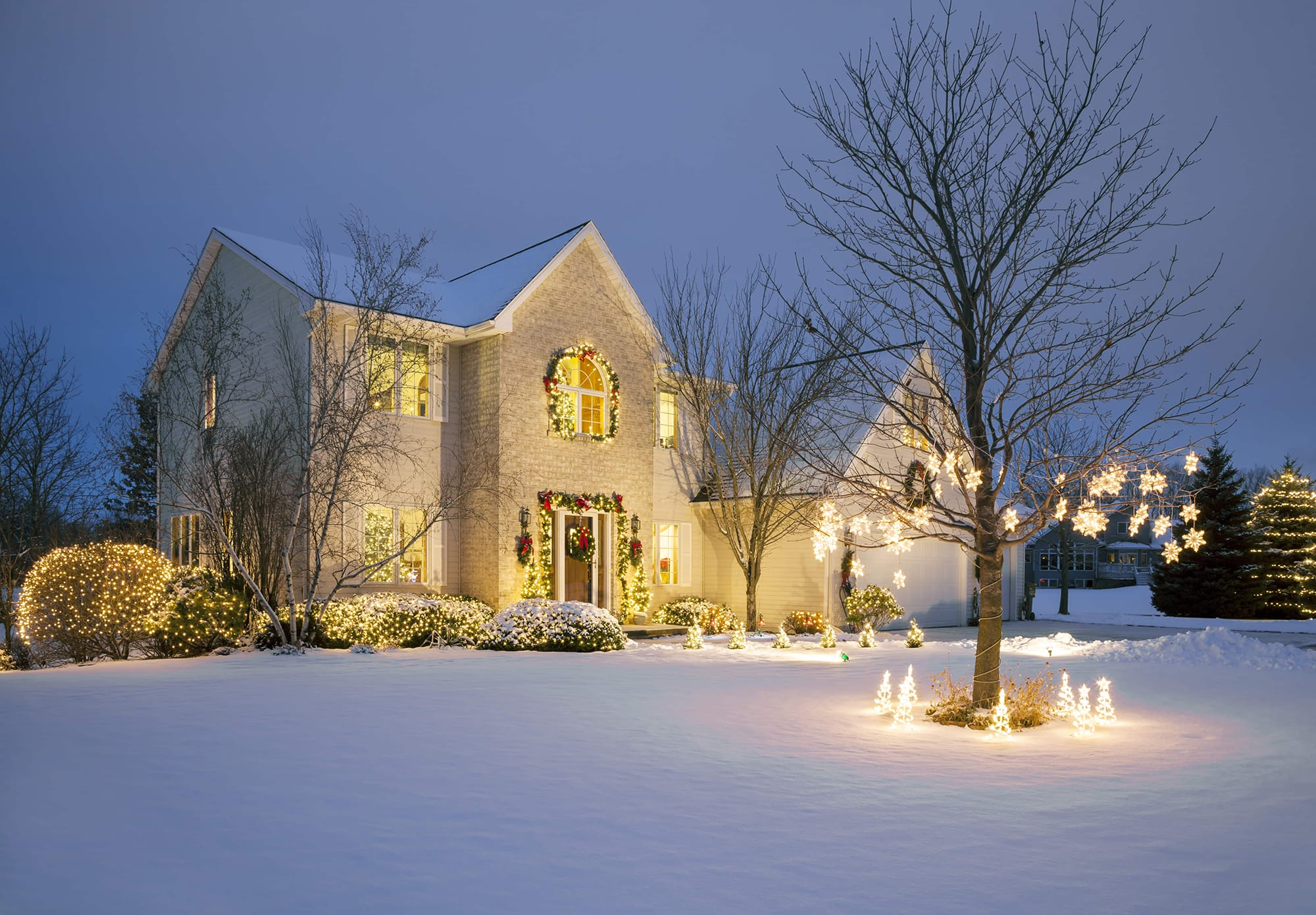 Real Estate Agent Holiday Tips: 12 Stunning Christmas Displays